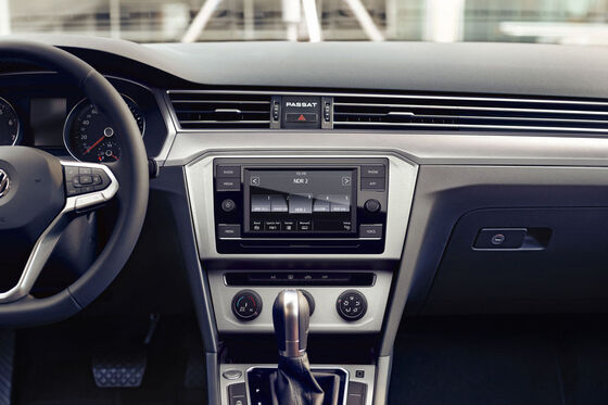 vw volkswagen passat composition cockpit